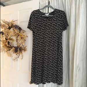 black/tan ruffled, knee length t-shirt style dress